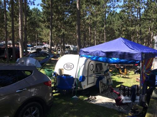 Hitch and Go Adventures rents tear drop campers for your travel, festival, camping and road trips. Bring a taste of home on your next camping trip.